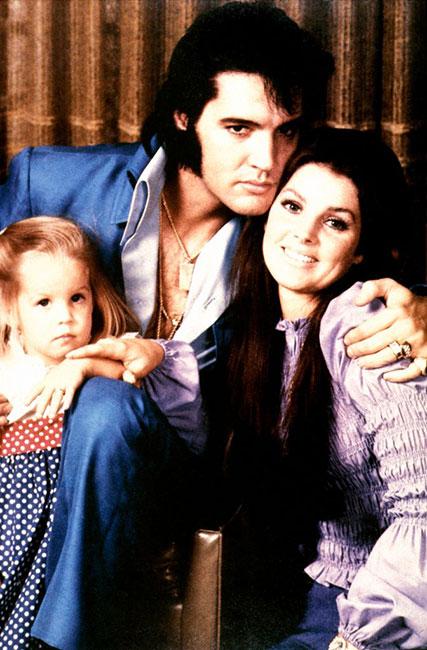 Elvis Presley con Priscilla y la pequeña Lisa Marie en 1970