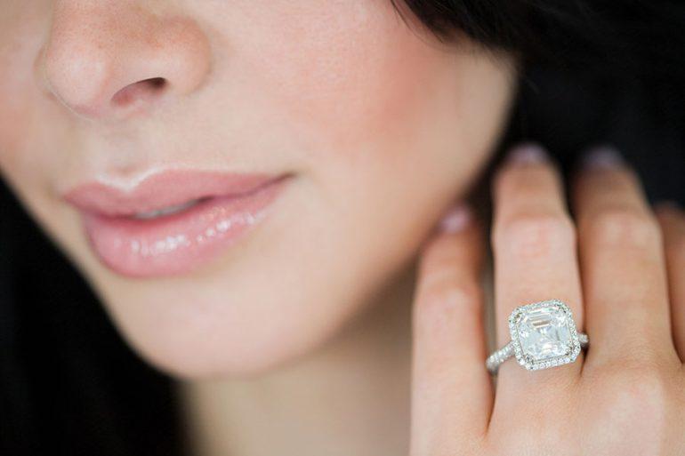 Lo que se aconseja pagar por un anillo de compromiso