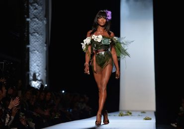Naomi Campbell y sus perfectas piernas