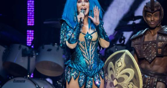 Cher, los looks más icónicos de una cantante eternamente joven