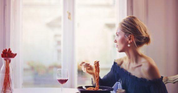 La importancia de aprender a comer despacio