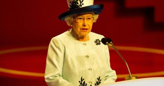 Reina Isabel abandona la vida pública
