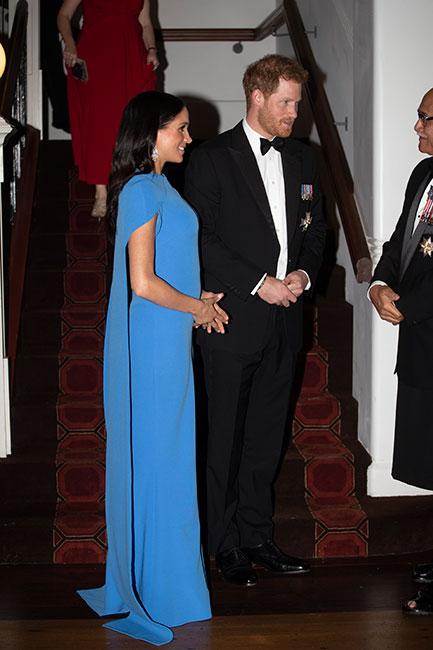 Meghan y Harry en cena de gala en Suva