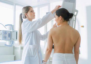 Mujeres con y sin antecedentes de cáncer de mama deben realizarse la mamografía a partir delos 30 o 40 años, dependiendo el caso de la paciente