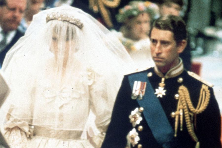 Carlos buscaba desesperadamente no casarse con Diana