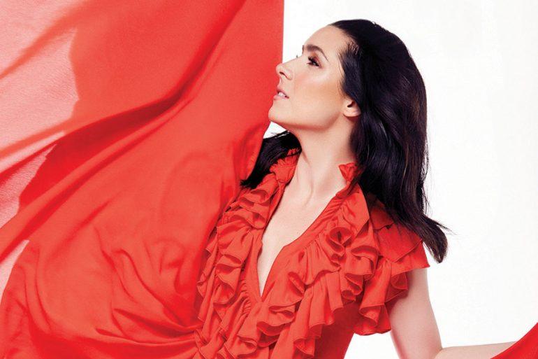 Ariadne Díaz en portada para Vanidades