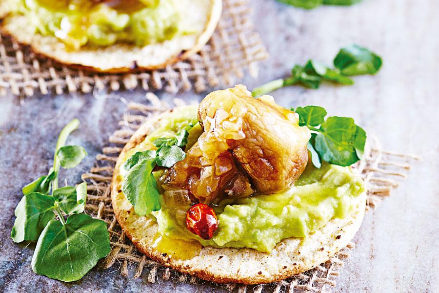 Tostada de champiñçon y guacamole