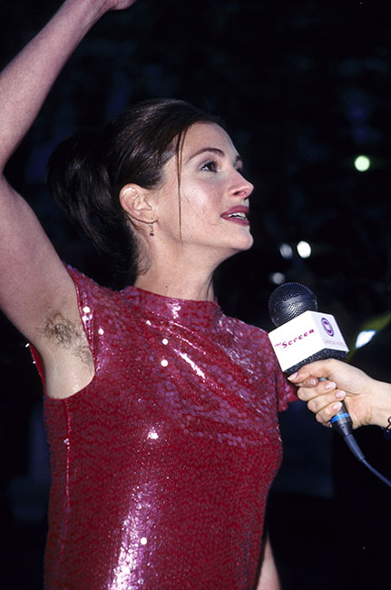 Julia Roberts con las axilas sin depilar