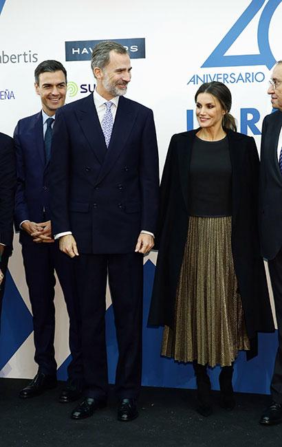 Reina Letizia con falda metálica
