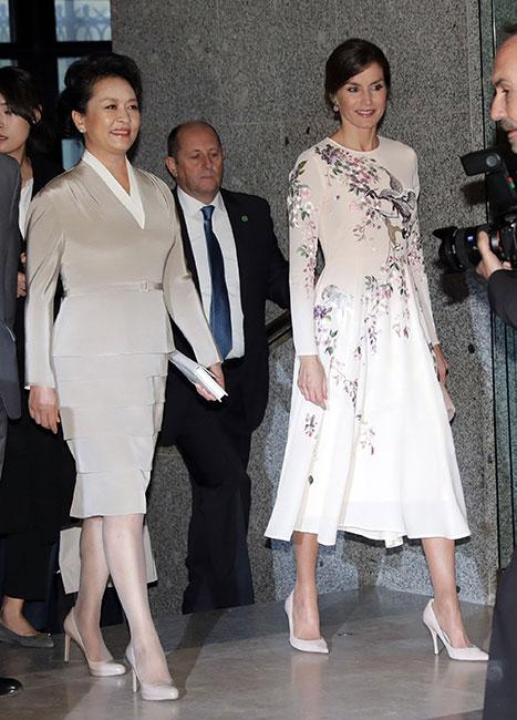 Peng Liyuan y reina Letizia