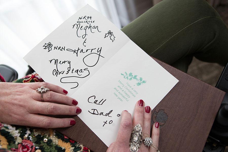 Samantha Markle envía tarjeta de Navidad