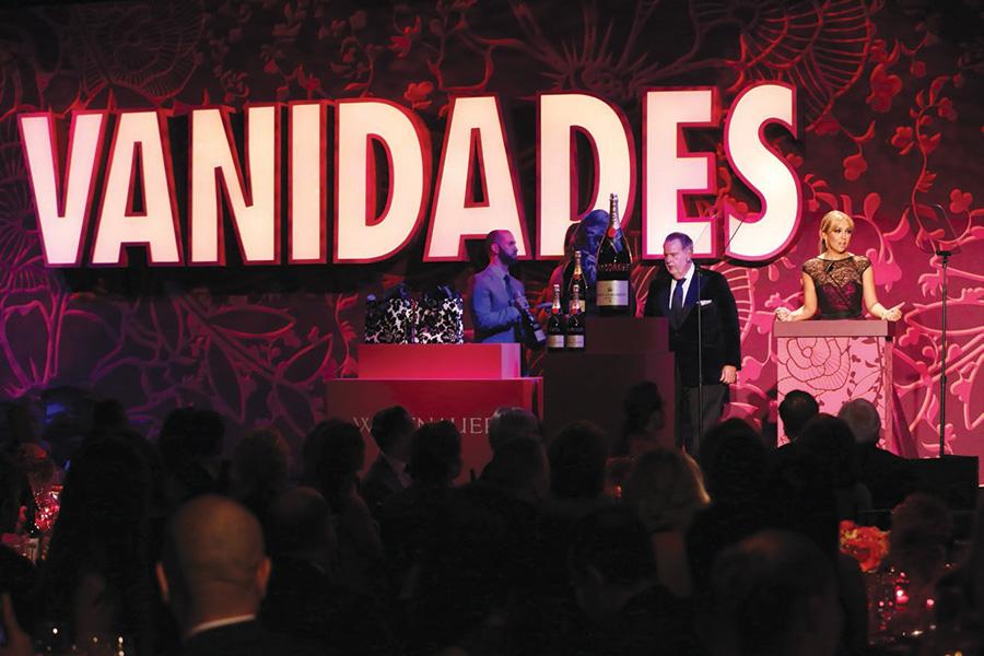 El reconocimiento de Carolina Herrera por Vanidades en 2012. (Foto: Archivo)