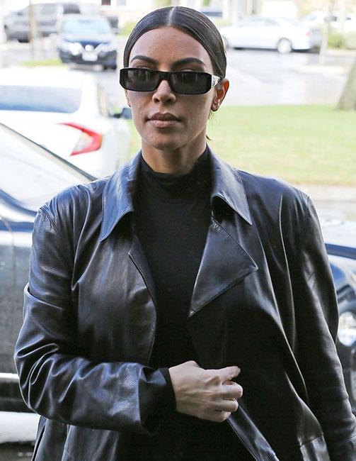 Kim Kardashian responde a críticas por su piel afectada ...