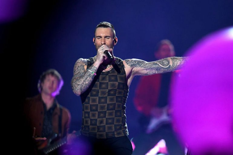 Adam Levine en el Super Bowl