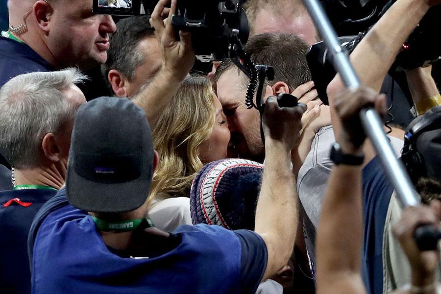Beso de la victoria de Tom Brady y Gisele Bundchen
