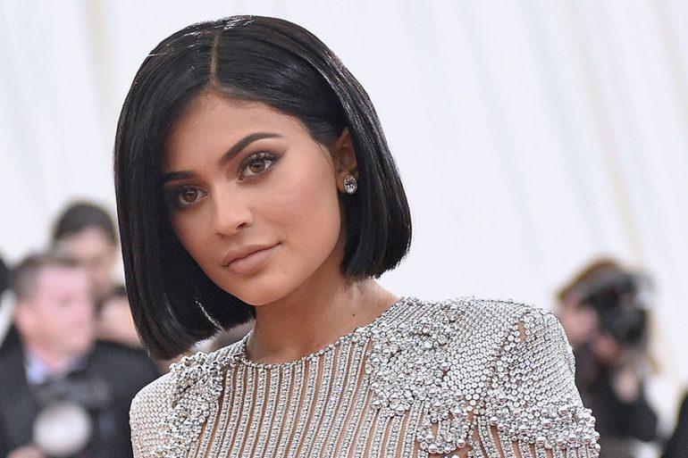 Kylie Jenner se hace un tatuaje en el antebrazo en honor a su hija