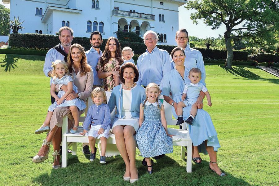 El rey Carlos Gustavo, la reina Silvia y sus nietos.