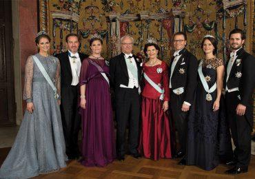 La princesa Magdalena de Suecia y su esposo, Christopher O'Neill, con la princesa Victoria, el rey Carlos XVI Gustavo de Suecia, la reina Silvia de Suecia, el príncipe Daniel, Sofía Cristi- na y su esposo, el príncipe Carlos Felipe de Suecia. (Foto: Getty Images)