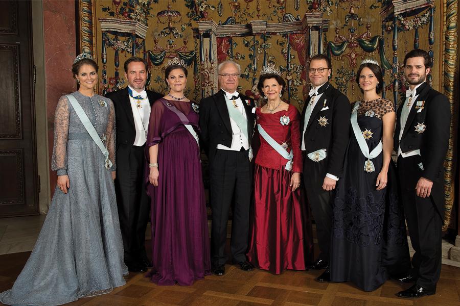 La princesa Magdalena de Suecia y su esposo, Christopher O'Neill, con la princesa Victoria, el rey Carlos XVI Gustavo de Suecia, la reina Silvia de Suecia, el príncipe Daniel, Sofía Cristi- na y su esposo, el príncipe Carlos Felipe de Suecia.