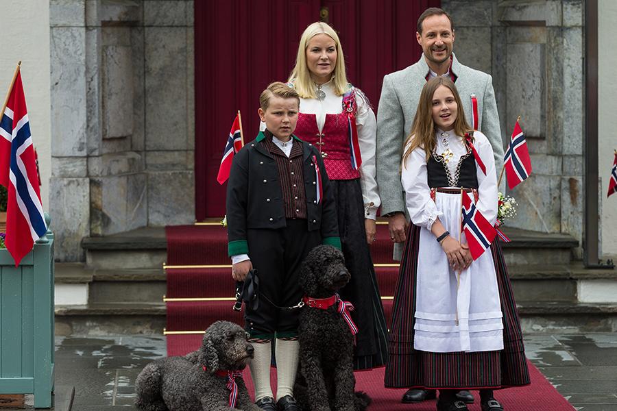 Matte Marit, el príncipe Haakon y sus dos hijos, Ingrid Alexandra y Sverre Magnus.