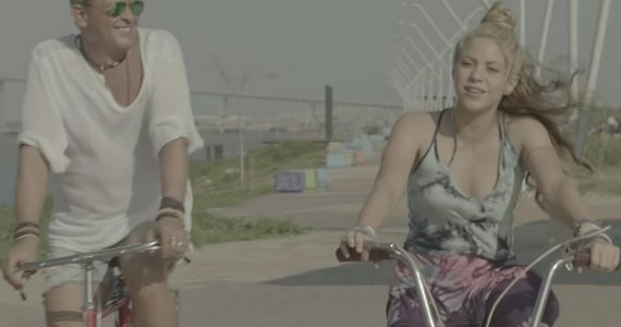 Carlos Vives y Shakira en La bicicleta