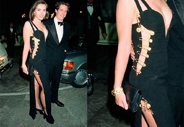 Elizabeth Hurley en su vestido Versace para la première de Four Weddings And A Funeral