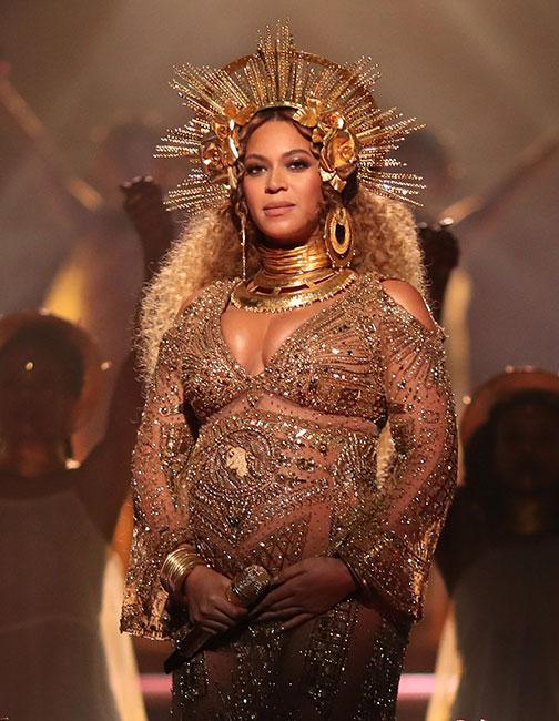 Beyoncé se presentó en el Grammy 2017