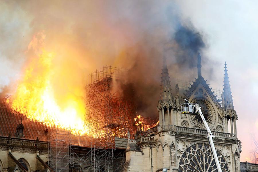 Incendio en la catedral de Notre Damme