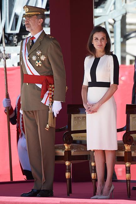 La reina Letizia estrena vestido