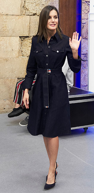 Reina Letizia con el traje de su nueva muñeca