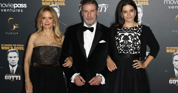Kelly Preston, John Travolta y Ella Bleu