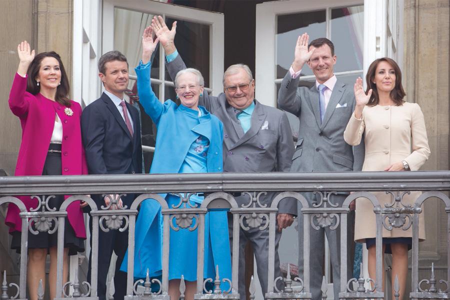 Mary y Federico, Margarita II y los príncipes Enrique, Joaquín y Marie.