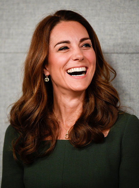 Kate en el Anna Freud Centre Of Excellence con vestido de Emilia Wickstead