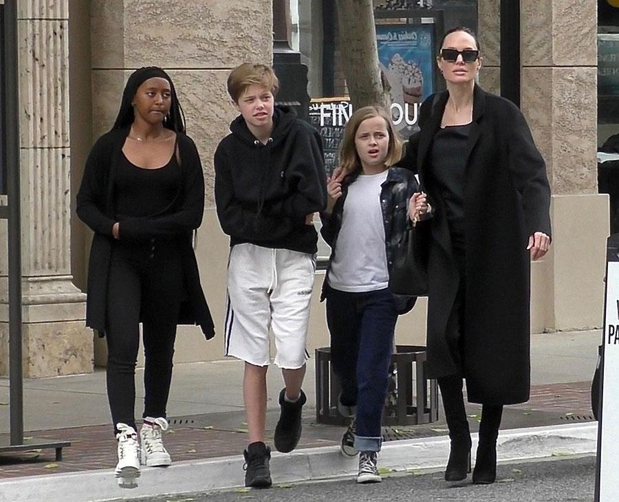 Angelina Jolie con Shiloh, Zahara y Vivienne