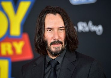 Keanu Reeves subasta una cita por videollamada de quince minutos