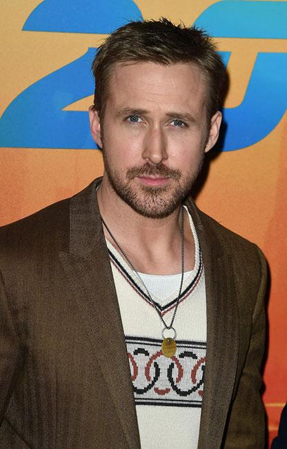 Ryan Gosling con la placa de George