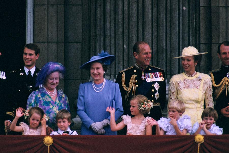 Reviven Video De Isabel Ii Corriendo Tras Un Pequeno Principe William