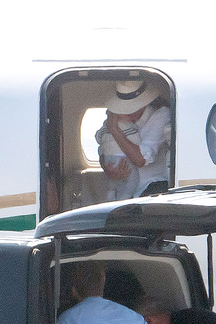Meghan Markle con Archie en jet privado