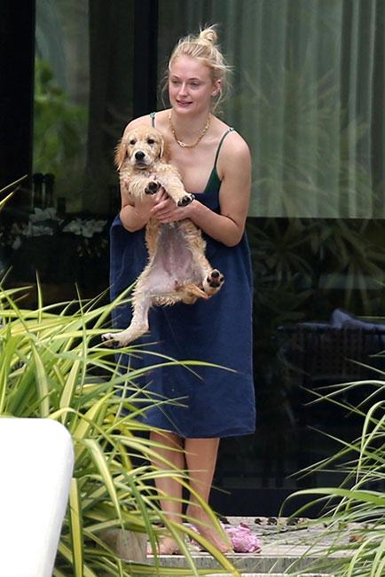 Sophie Turner y su cachorro