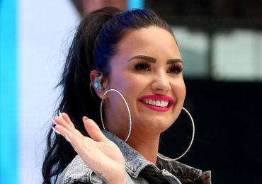 Demi Lovato tampoco sabe qué ponerse.