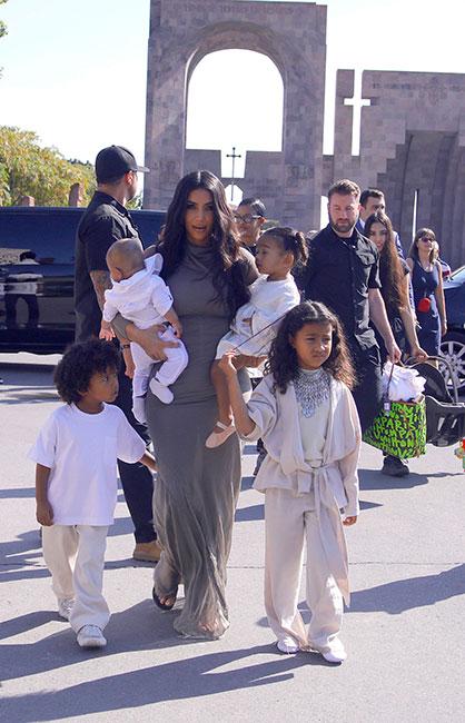 Kim Kardashian y sus hijos en Armenia