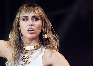 Miley Cyrus revela con quién perdió su virginidad