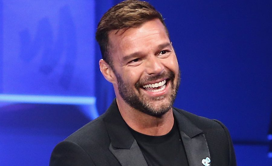 Ricky Martin termina su nuevo EP con ayuda de su familia