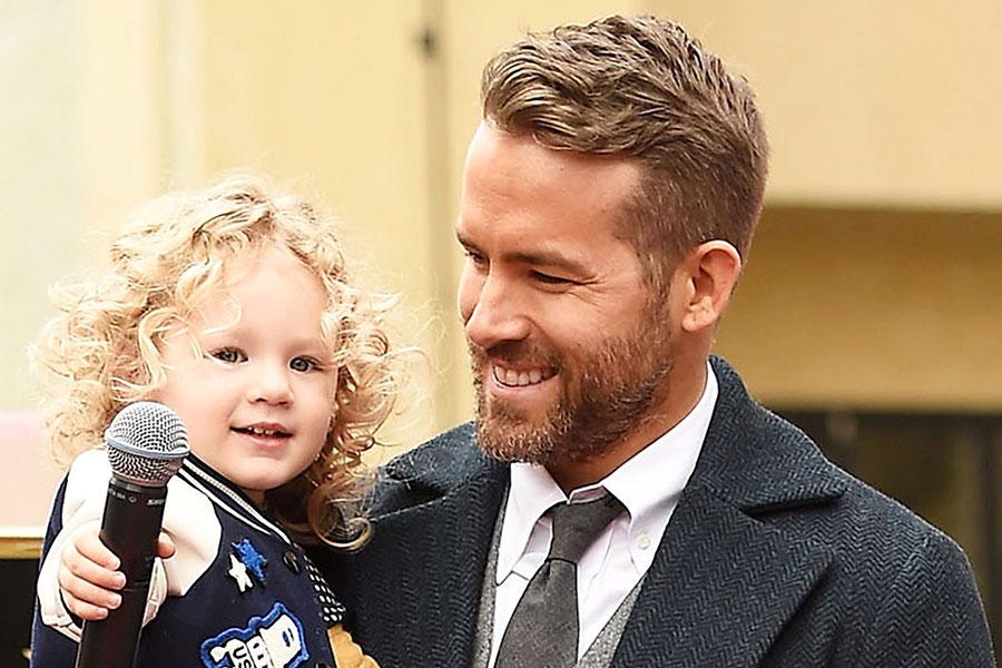 Ryan Reynolds y su hija James