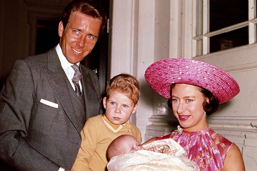 Antony Armstrong-Jones y la princesa Margarita con sus hijos.