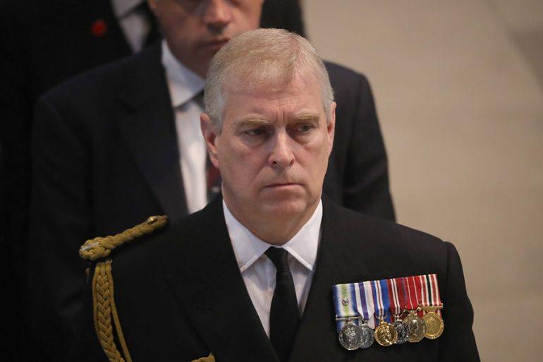 El príncipe Andrés enfrenta demanda por el caso de una cabaña en Suiza