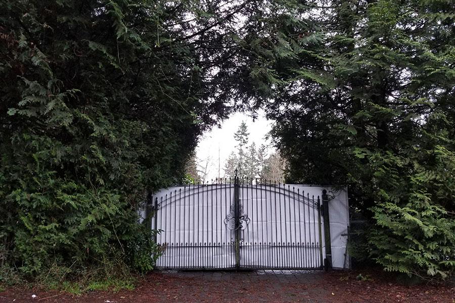 Parte de la entrada de la casa temporal de Harry y Meghan en Vancouver