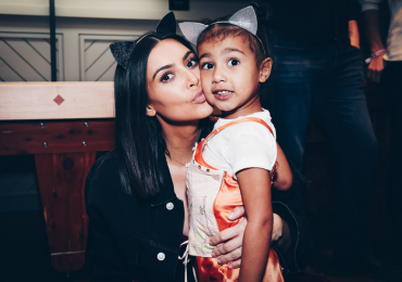 Kim Kardashian y North bailan