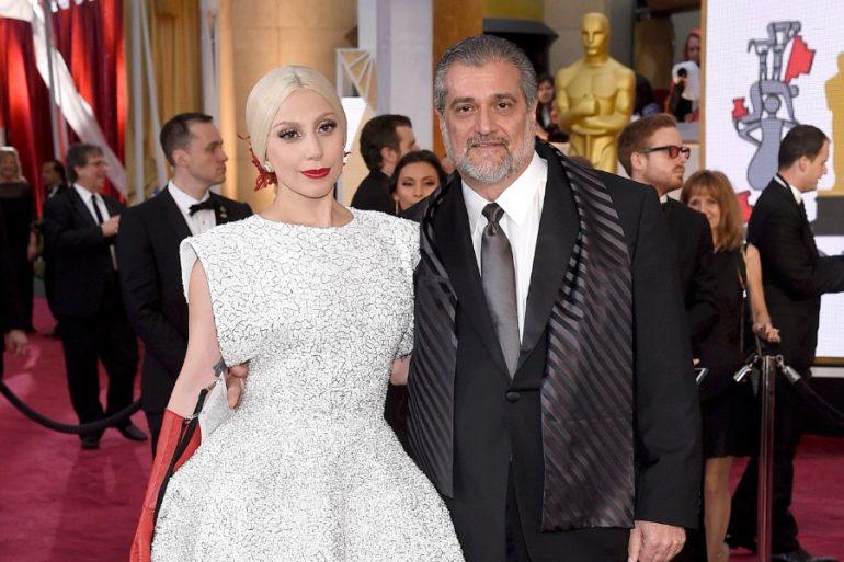 padre Lady Gaga restaurante donaciones