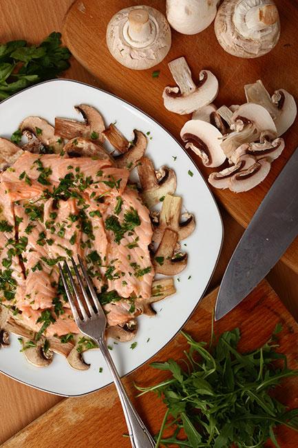 Plato de salmón con champiñones